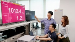 Researchers at SK Telecom and Samsung Electronics demonstrate 5G communications using the 3.5GHz band with communications equipment based on the 3GPP 5G standards at the Samsung Electronics' R&D Center on June 27.
