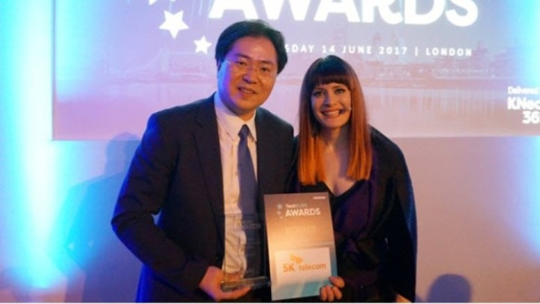 Jo Sung-ho, head of SK Telecoms 5G Tech lab receives the TechXLR8 Awards 2017 in the category of 'Best 5G Trial between an Operator and Vendor'.