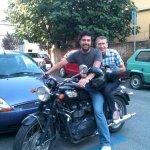 ... Vitali ricambia portando Pozzi  a casa di Morozzi in moto