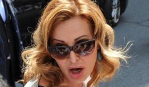 L'amazzone Daniela Santanché, non sarà una multa per divieto di sosta a fermarla