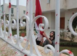 la bandiera siriana è insanguinata