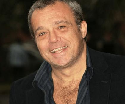 Amendola Claudio, figlio dello storico doppiatore Amendola Ferrucciò che prestò per anni la sua voce a Hoffman Dustin, De Niro Robert, Stallone Sylvester, Pacino Al