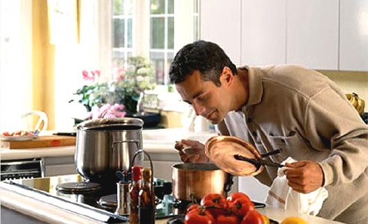 uomo-in-cucina