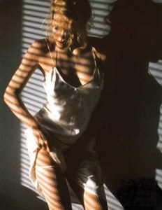 kim_basinger_strip