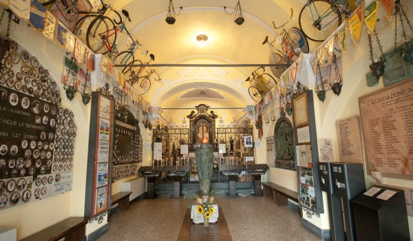 Santuario della Madonna del Ghisallo, patrona dei ciclisti.