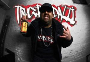 Il rapper Trucebaldazzi, qui durante le riprese del video sulla cattivona ex ragazza