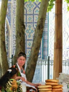 Al Bazaar, la Moschea sullo sfondo
