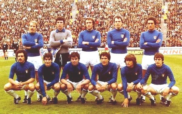 Italia-Francia 2-1. In piedi da sinistra: Benetti, Zoff, Bellugi, Bettega, Gentile. Accosciati: Causio, Rossi, Cabrini, Scirea, Antognoni, Tardelli.