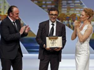 Quentin Tarantino e Uma Thurman consegnano la Palma d'oro al regista turco Nuri Bilge Ceylan