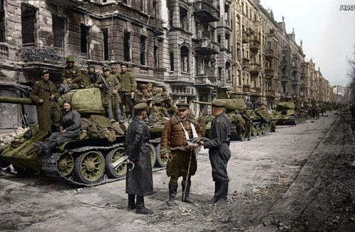 Tanks sovietici a Berlino, nel maggio 1945