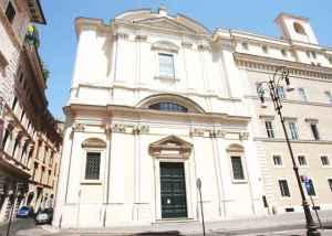 La basilica di Sant'Apollinare, vicino a Piazza Navona a Roma. La tomba di de Pedis.
