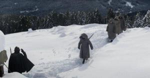 Sotto la neve, le tracce della guerra sono indelebili