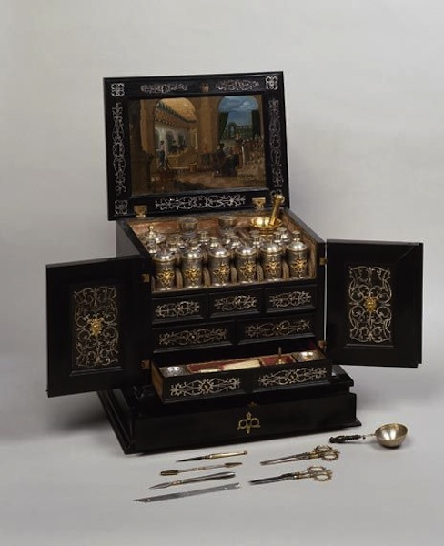 Cassetta medica da viaggio, Museo Hermitage, San Pietroburgo, 1613-15