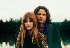 Una delle ultime foto di Jim Morrison. Con Pamela in Francia, una settimana prima di morire.