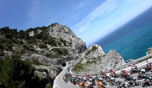 Yamaha-TMAX-Giro-d-Italia-2015_horizontal_lancio_sezione_grande_doppio