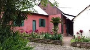 La casa dalle tinte accese nel parco di Picada Cafè, dove ho incontrato la cara Clarice