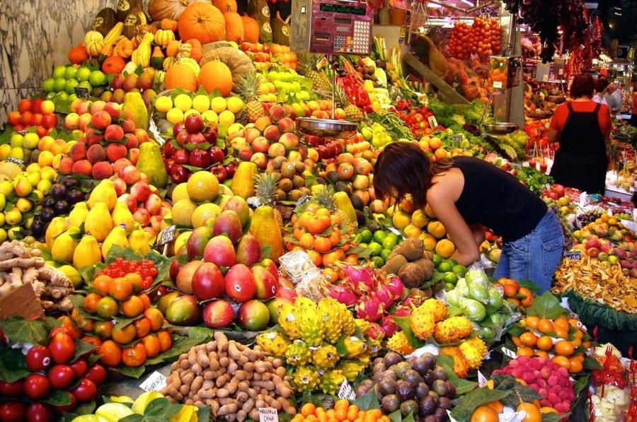 La varietà di frutta colombiana è un dono del cielo.