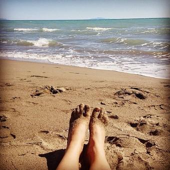 Se mi avessero dato un euro per ognuna di queste foto, adesso potrei permettermi di stare in spiaggia tutto l'anno. A fotografarmi i piedi