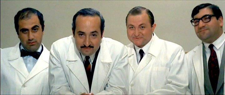 Il_medico_della_mutua_(film_1968)_I_colleghi