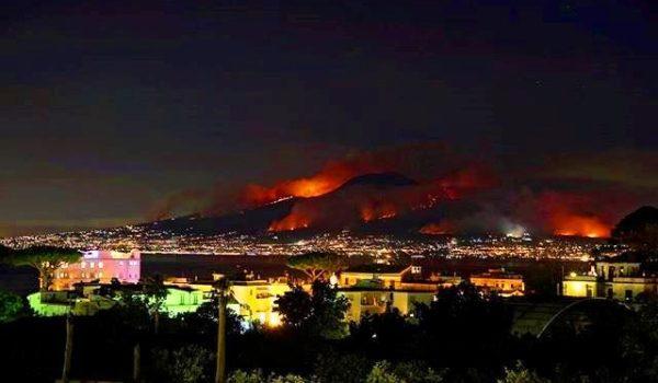 incendio-vesuvio-notte-11-luglio