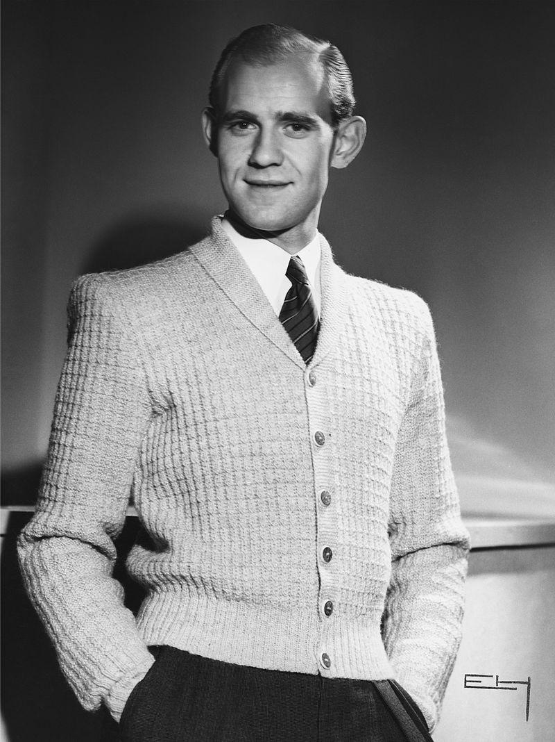 Foto di moda con cardigan, 1947