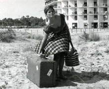 Andare come Claudia Cardinale, la ragazza con la valigia.