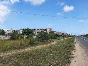 Questo complesso incompletato da 600 milioni di dollari si chiama Dege Eco Village. L'ironia è di casa.