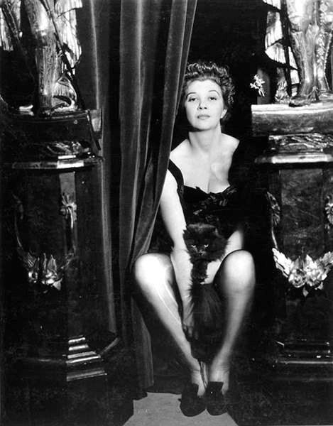 Leonor Fini nel 1936 [foto: Dora Maar]