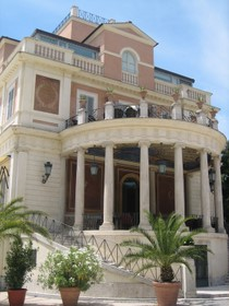 Casina Valadier è una bella casina, con le dimensioni giuste e tutto il resto