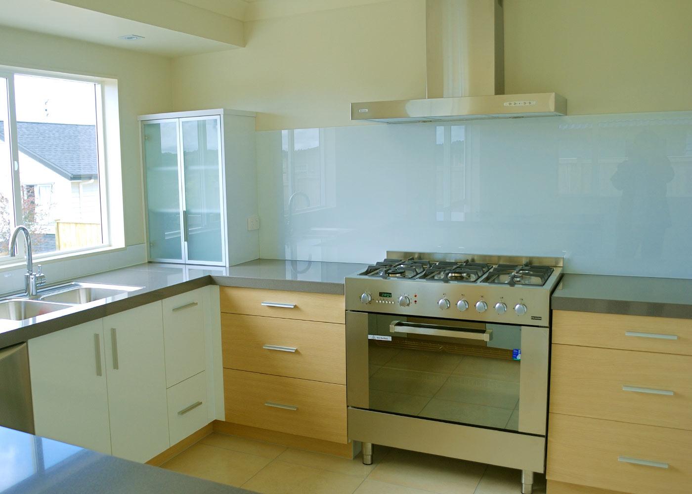 glass kitchen backsplash glass kitchen backsplash Simple and clear kitchen backsplash