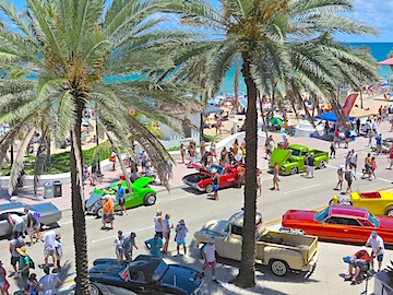 Both sides of A1A were packed with cool cars from the past.