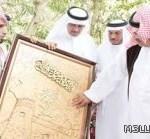 وزير التربية يثني على لوحة وطنية لمشرف بالمخواة