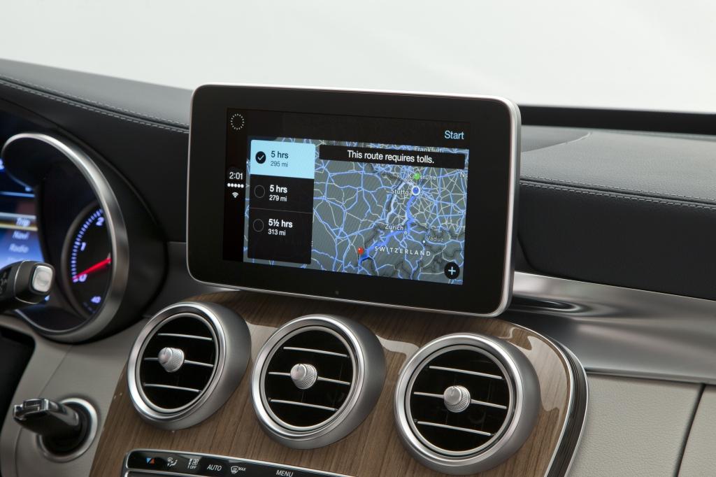 آبل تطلق CarPlay لدمج الأيفون في نظام السيارة