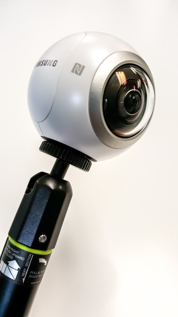 Samsung Gear 360 in Selfie Stick Wide