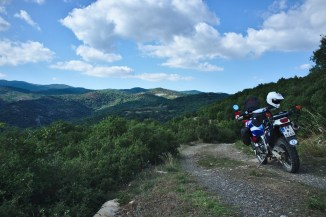 Griechenland: In den Bergen laden kleine Trails zu abenteuerlichen Erkundungsfahrten ein