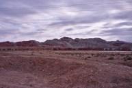 West-Iran: Im Gegenteil, zahlreiche teils skurril bunte Bergketten säumen den Weg