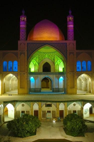 Kashan: Die Sultan Ahmad Moschee ist Nachts mindestens genau so beeindruckend wie Tags
