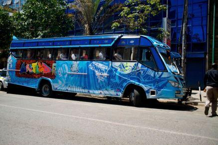 Überall sieht man die farbenfrohen Busse die von ihren Besitzern wie ein Schatz gepflegt werden und ähnlich Schiffen sogar Namen erhalten