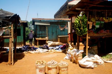 Überall am Strassenrand werden die erzeugten Produkte verkauft