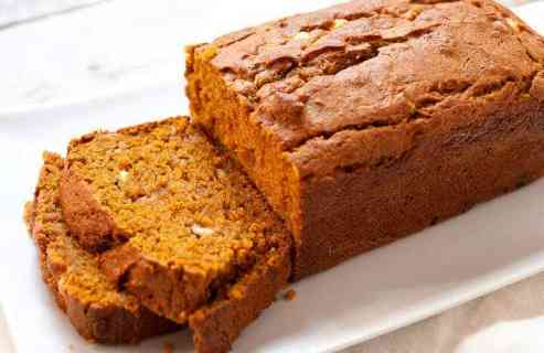 Coconut White Chocolate Pumpkin Loaf: This is such an easy and delicious pumpkin bread recipe! Coconut, white chocolate, and classic spices makes for a super-moist pumpkin loaf. Make it and watch it disappear! | macheesmo.com