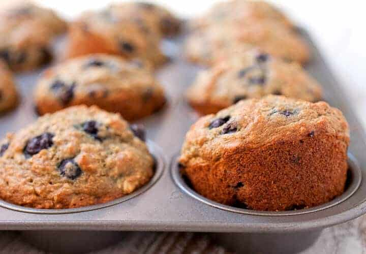 Oatmeal and Blueberry Muffins for Babies: The perfect quick breakfast for toddlers! Packed with oats and blueberries and super-reduced sugar content. Whole wheat, apple sauce, and fruit. Parents will love them too! | macheesmo.com