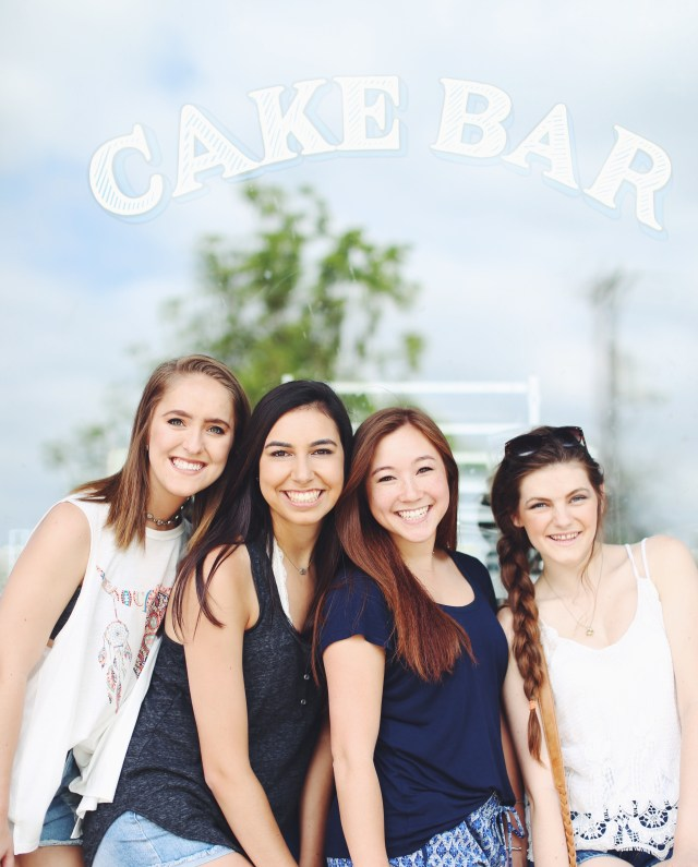 senior picture // cake bar