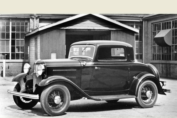 1932 Ford Deluxe Coupe LF