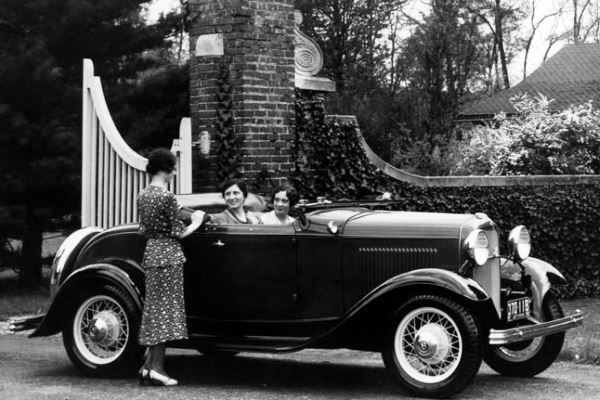1932 Ford V8 Deluxe Roadster