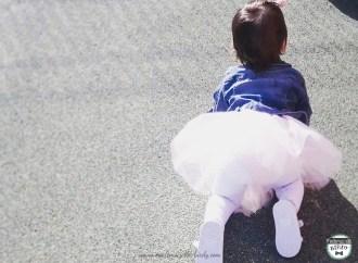 bébé et son déguisement de danseuse