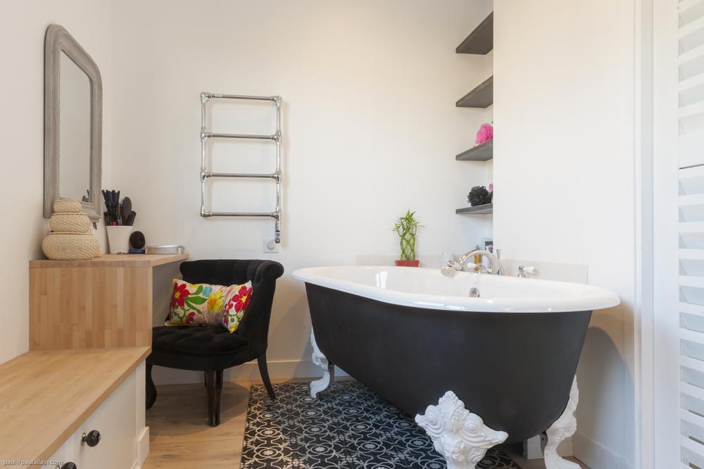 Fenetre Salle De Bain Depoli : Des salles de bain : charme et pieds de ...