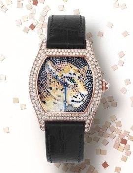 Montre Cartier Tortue grand modèle décor panthère mosaïque de pierres