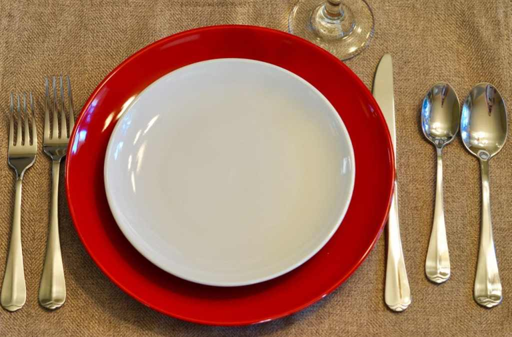 How to set the table for a dinner party