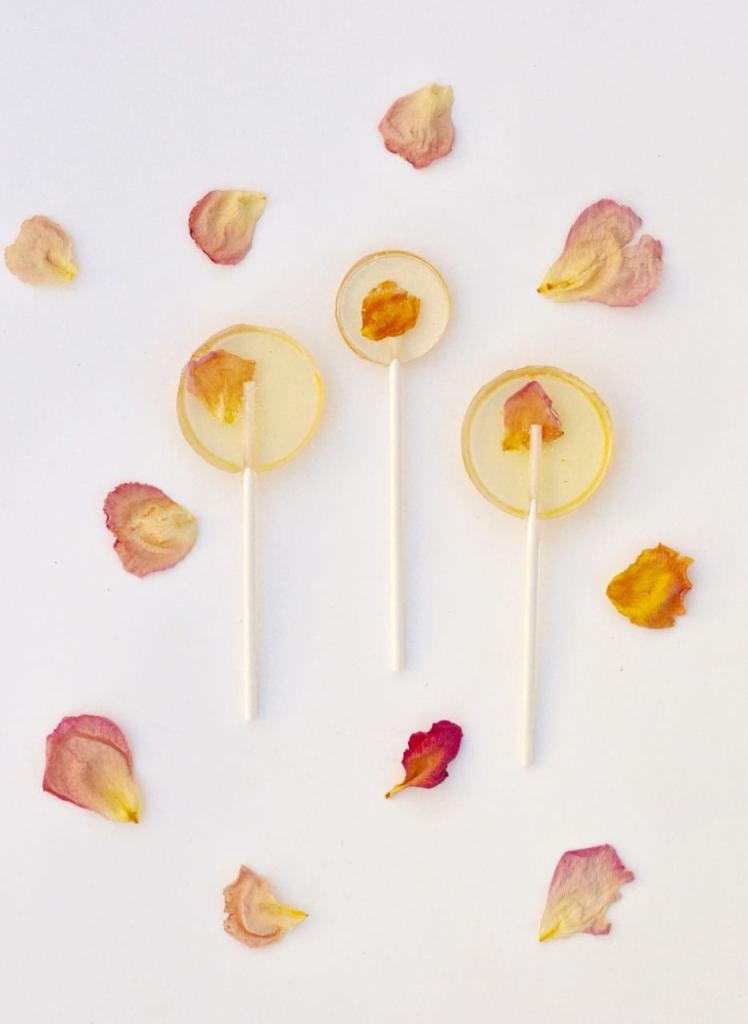 Make Edible Flower Lollipops