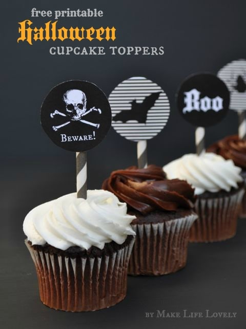 Free printable Halloween cupcake toppers. Super cute- just print and cut!
